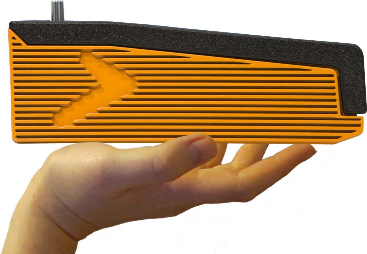 A hand lifts the lightweight Numa Compact 2